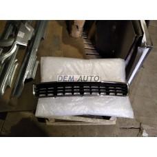 Решетка бампера передняя центральная хромированная-черная на                                                       Ауди А4 Б6