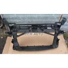 Суппорт радиатора пластиковый на                                                                                  Ауди А3 8В